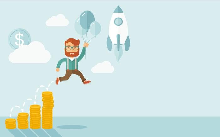 Ilustración de una persona volando feliz por su incremento de ventas. (¿Cómo aumentar ventas en tu negocio?)